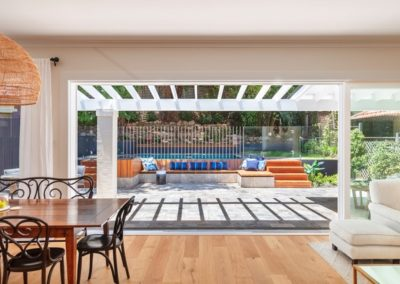 Porta Cumaru timber poolside landscaping. Image: Michelle Walker Architects